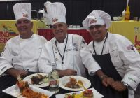 "Chefs Carlos Otero, Eddy Fernández y Luis Ramón Batlle durante evento en Estados Unidos en 2017 ""The World of the Latino Cuisine"